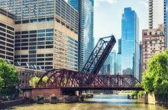 Kinzie-Straßen-Eisenbahn-Brücke, Chicago stockfotos