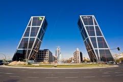KIO Kontrolltürme in Madrid, Spanien Stockfotos