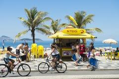 Kiosk för Ipanema strandstrandpromenad Arkivfoto
