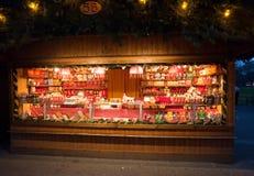 Kiosk met snoepjes bij de markt van Kerstmis in Wenen Stock Fotografie