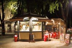 KIOSK Milan Italy stockfotos