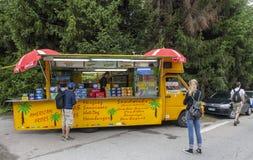 Kiosk på vägrenTour de France 2014 Royaltyfri Bild