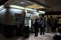 Kiosk przy Narita lotniska stacją zdjęcia stock