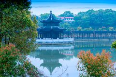 Kiosken en brug-Nan-Tchang Mei Lake Scenic Area Stock Foto