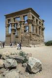 Kiosket av Trajan på Philae i Egypten Arkivfoton