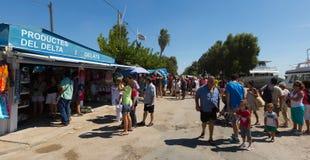 Kioski i turystyczne łodzie przy deltą Ebro rzeka Zdjęcie Royalty Free
