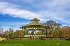 Kiosque à musique, parc de Greenhead, Huddersfield, Yorkshire, Angleterre photographie stock libre de droits