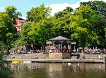 Kiosque à musique sur la rivière Dee, Chester Images stock