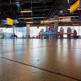 Kiosque auto- d'enregistrement dans l'aéroport Schiphol d'Amsterdam images stock
