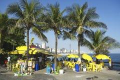 Kiosque brésilien de plage avec des palmiers Rio de Janeiro Photographie stock