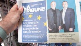 Kiosque d'?lection du Parlement europ?en du journal 2019 de La Tribune banque de vidéos