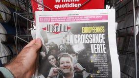 Kiosque d'?lection du Parlement europ?en du journal 2019 de lib?ration banque de vidéos