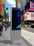 Kiosque de LinkNYC, un nouveau réseau de transmissions, Times Square, New York City, Etats-Unis Images stock