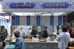 Kiosque de nourriture dans la région de Chenghuang Miao Photographie stock