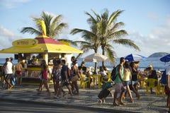 Kiosque de promenade de plage d'Ipanema au coucher du soleil Images stock