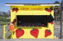 Kiosque en bord de route jaune de fruit frais, itinéraire 126, Santa Paula, la Californie, Etats-Unis images libres de droits