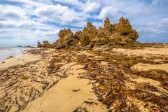 Kiosque spectaculaire de Roadknight de point dans la côte de ressac photographie stock