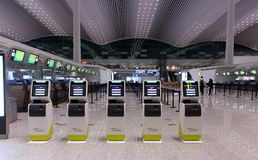 Kiosques auto- d'enregistrement dans l'a?roport photo stock