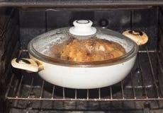 Kip in de oven royalty-vrije stock afbeelding