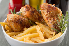 Kip en gebraden gerechten Stock Fotografie
