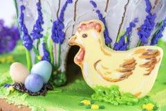 Kip en geschilderde eieren, Pasen Stock Foto's