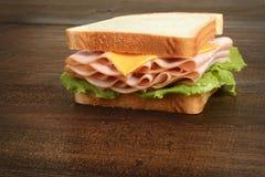 Kip en kaassandwich stock fotografie