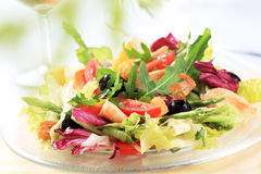 Kip en plantaardige salade Stock Afbeelding