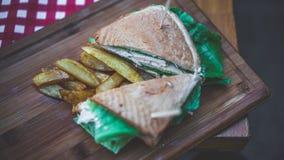 Kip en Verse Groente Uitgespreide Sandwich royalty-vrije stock afbeeldingen