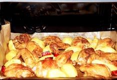Kip met aardappels Royalty-vrije Stock Foto's