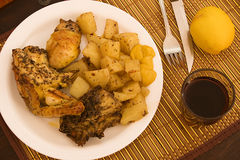 Kip met aardappels Royalty-vrije Stock Afbeelding