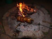 Kip op brand Stock Afbeelding