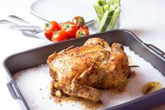 Kip op zout wordt gebakken dat Royalty-vrije Stock Afbeeldingen