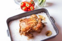 Kip op zout wordt gebakken dat Royalty-vrije Stock Foto's