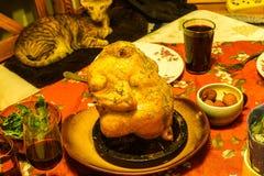 Kip, in rozemarijn wordt gebakken, met litchi, arugula, eigengemaakte pruimwijn die stock foto