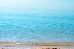 Kipiel denna fala na plaży zdjęcie stock