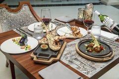 Kipiel i murawa na restauracja stole zdjęcia royalty free