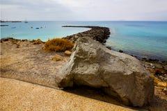 Kipiel jachtu wody łódkowata linia brzegowa i lato w Lanzarote Spain zdjęcie stock