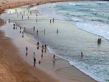Kipieli plaża przy półmrokiem Zdjęcia Royalty Free