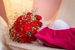 Kippah et bouquet avec les roses rouges Images stock