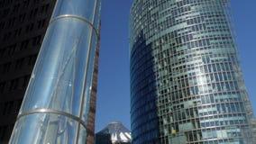 Kippen Sie hinunter die moderne Kunst und die Architektur von Potsdamer Platz stock footage