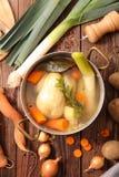 Kippenbouillon met groente royalty-vrije stock fotografie