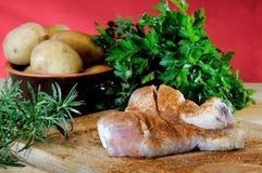 Kippendijen met aardappels en peterselie Royalty-vrije Stock Afbeeldingen