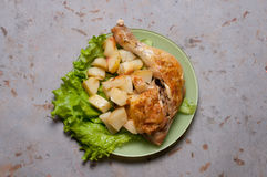Kippendiner met aardappelen in de schil Royalty-vrije Stock Foto's