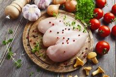Kippenfilet met groenten en cantharellen Stock Afbeeldingen