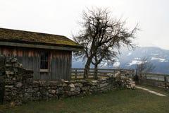 Kippenhuis van hout wordt gemaakt dat royalty-vrije stock afbeelding