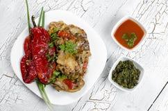 Kippenhutspot met geroosterde Spaanse pepers Stock Foto's