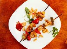 Kippenkebabs met peper en courgette Stock Afbeelding
