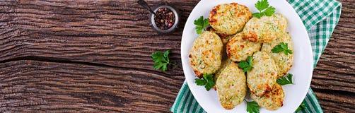Kippenkotelet met courgette Gezond voedsel banner Hoogste mening stock fotografie