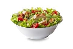Kippensalade met sla op wit wordt geïsoleerd dat stock afbeelding