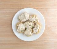 Kippensalade op reepjes van Stokbrood Stock Afbeeldingen